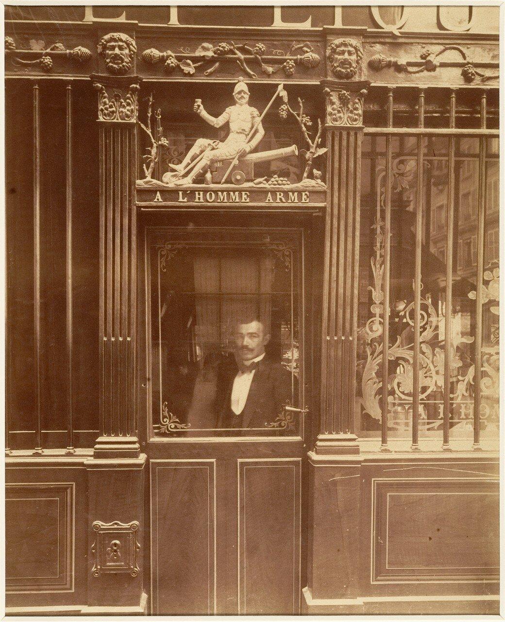 1900. «Вооруженный человек», Улица Блан-Манто, 25