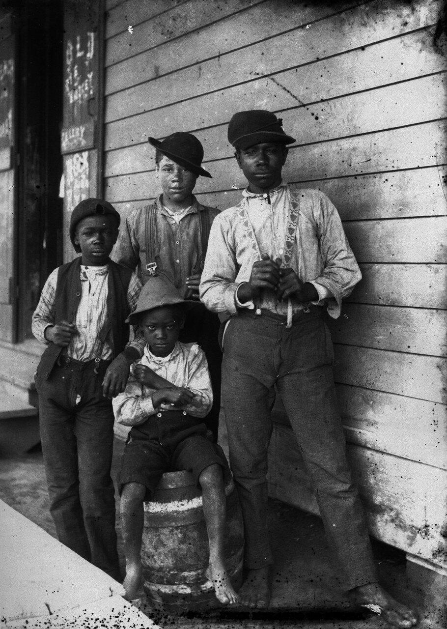 1890. Негры подростки из Луизианы