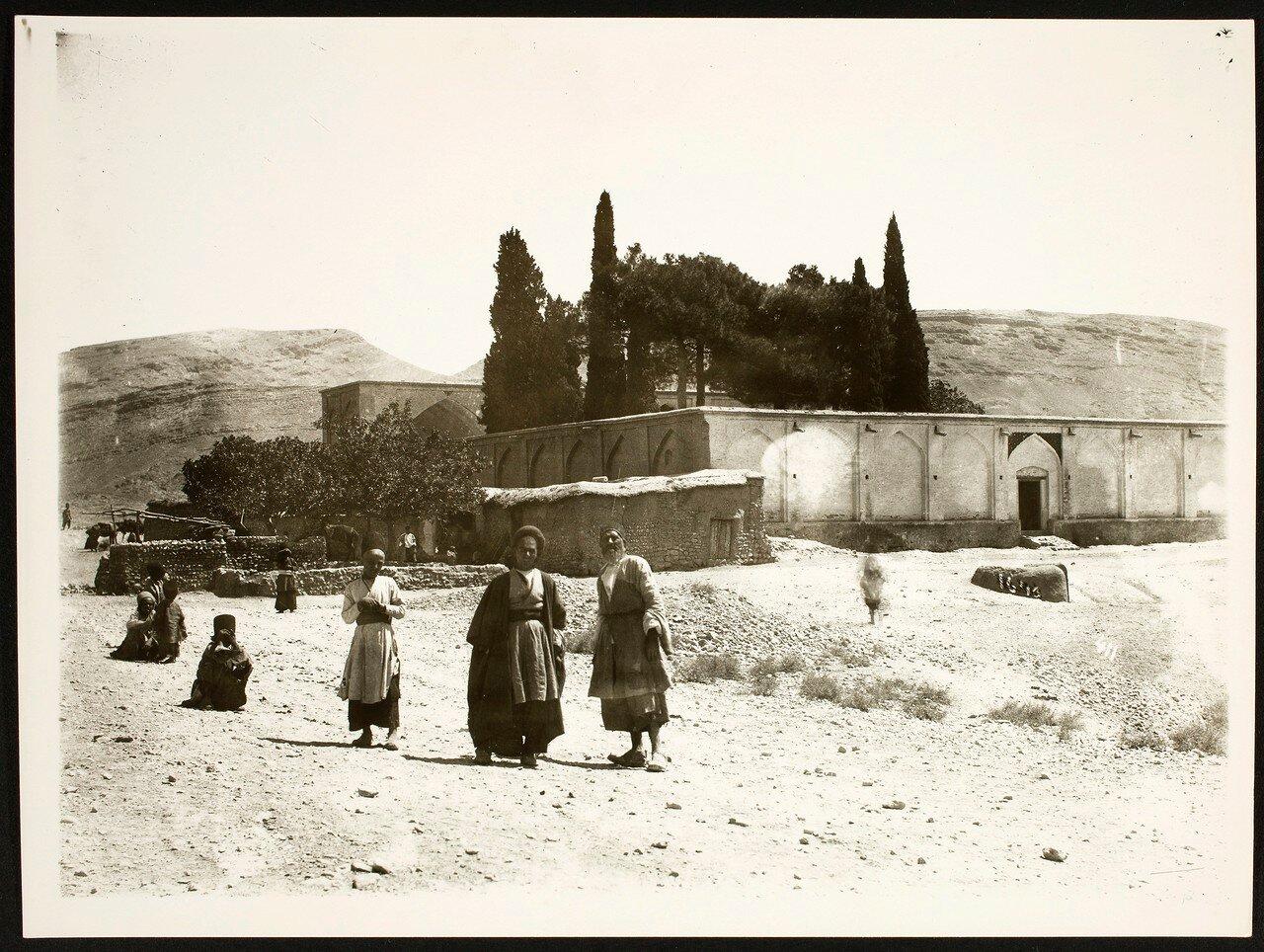 Окрестности Шираза. Могила поэта Саади