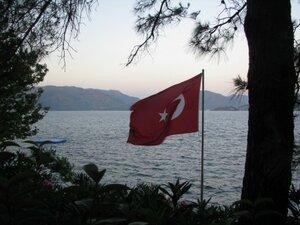 Один человек погиб в результате стрельбы в турецком отеле