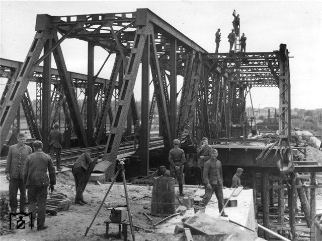 Восстановление моста через р. Донец на дистанции Харьков - Курск, 1942 г..jpg