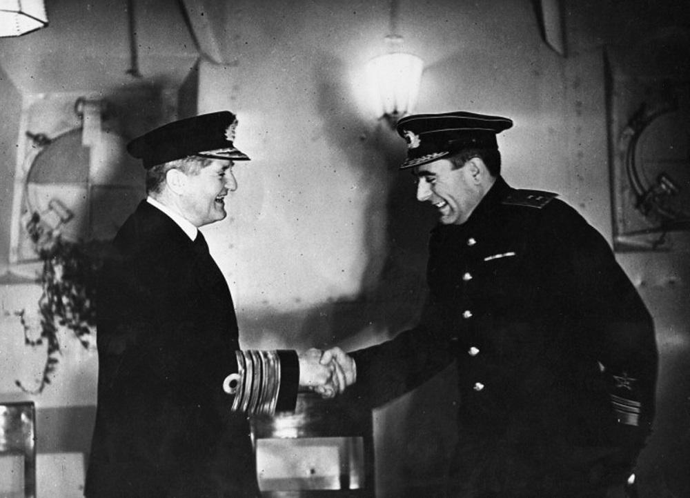 Командующий флотом метрополии адмирал Б.Фрейзер и командующий Северным флотом вице-адмирал А.Г. Головко после боя у Нордкапа.jpg