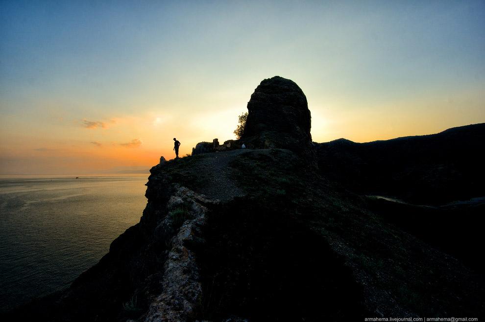 Закат в Севастополе. Также смотрите « Настоящая зима в Крыму », « Портреты Крымской войны » и «