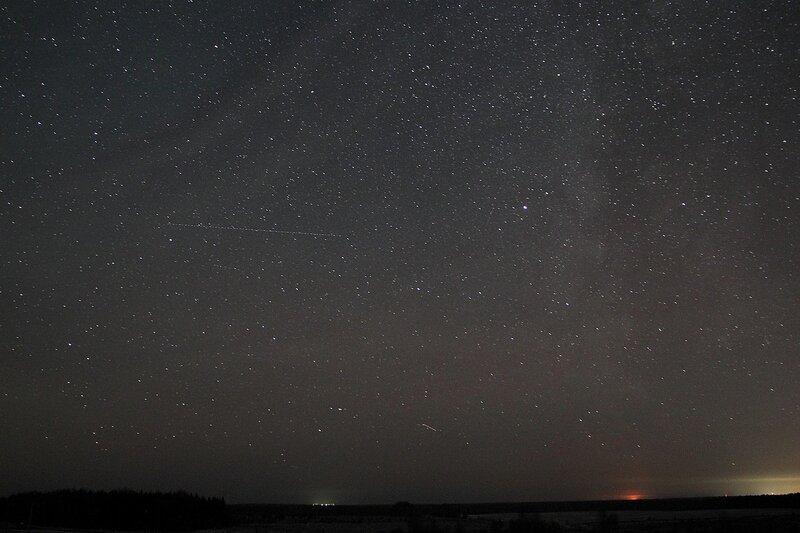 Млечный путь и треки самолётов на звёздном небе 23 ноября 2014 г. Астрономический выезд в Шалегово (Оричи, Кировская область)