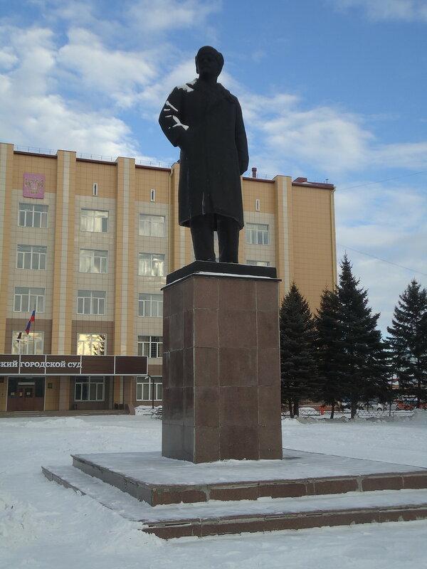 Бийск. Ленин в шапке