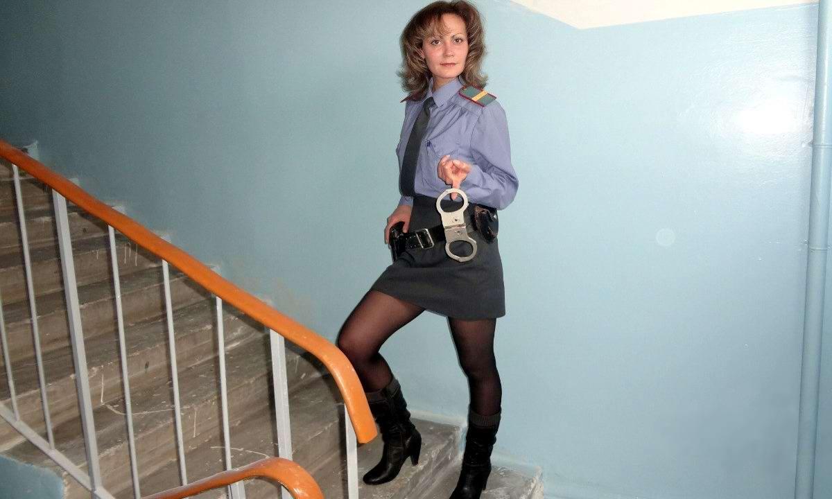 Игривая фея из службы полицейских эскорт услуг