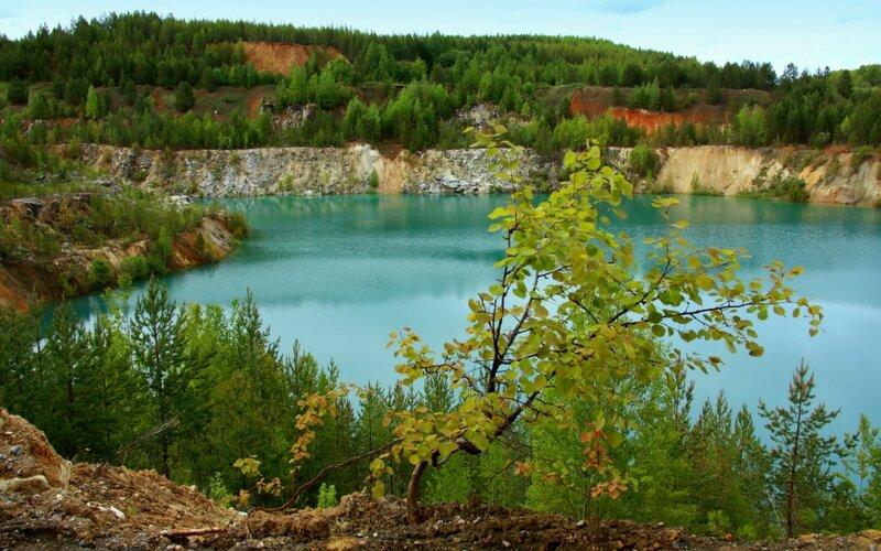 Бирюзовое озеро Липовского  карьера