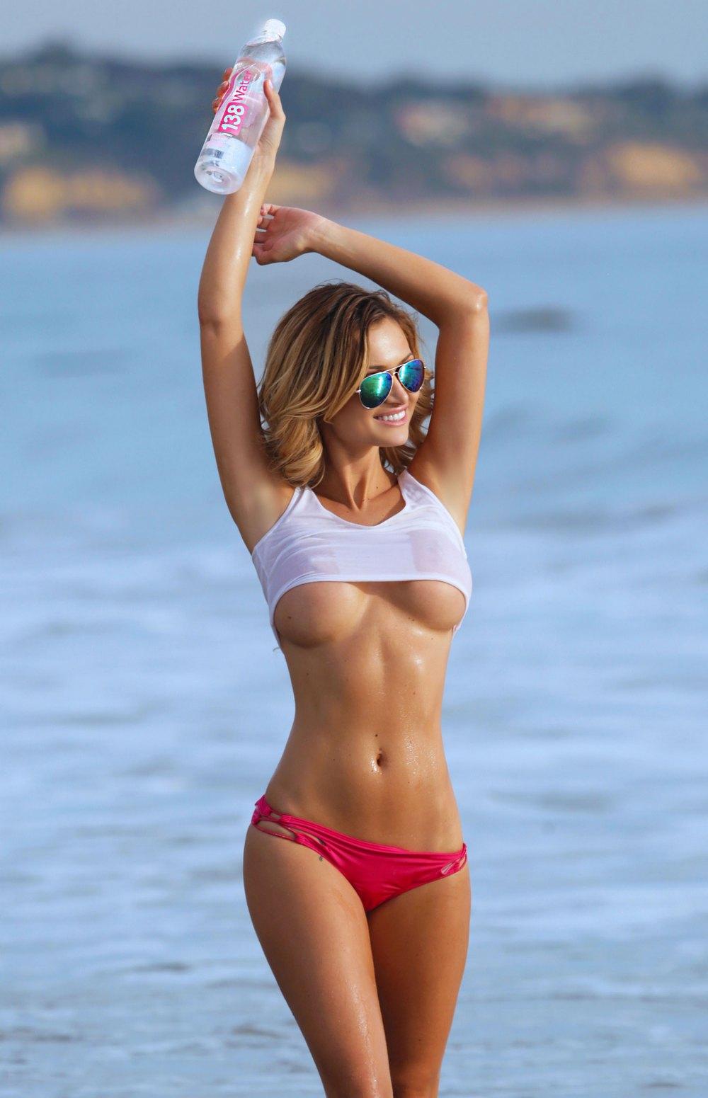 Ela Rose Does A Beach Photo Shoot