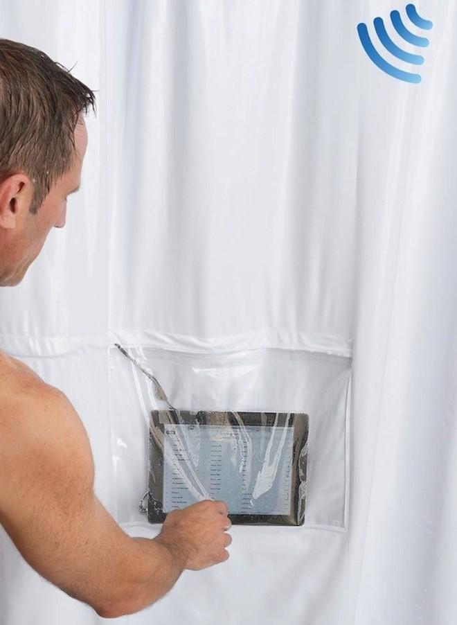 7. Занавеска для ванной с кармашком для планшета (© hammacher) Позволит проверить утреннюю почту пря