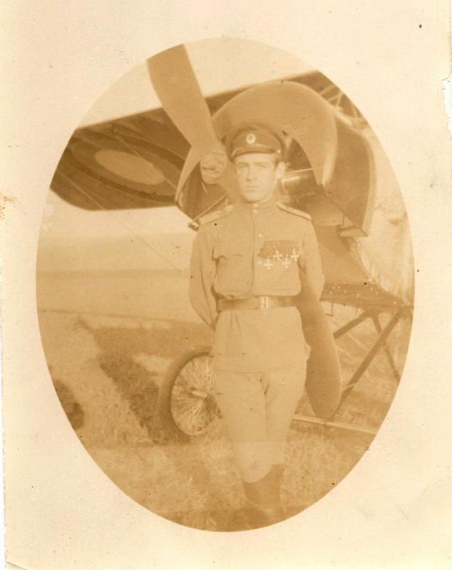 Полный Георгиевский кавалер Алелюхин, летчик 30-го КАО - выпускник Севастопольской офицерской школы авиации отдела воздушного флота.jpg