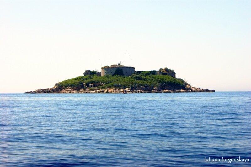 Остров Мамула -  вид с воды