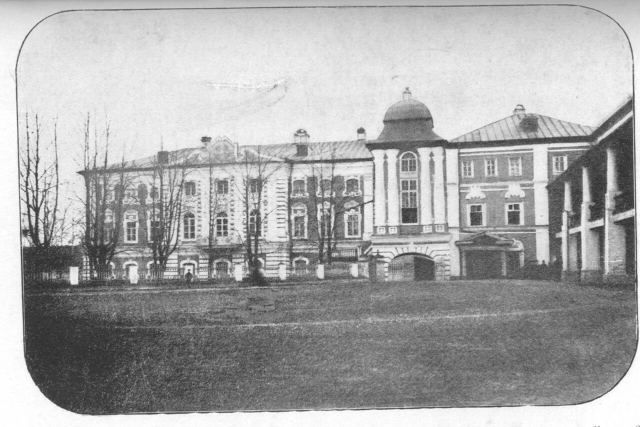 7.Архиерейский дом (с восточной стороны)
