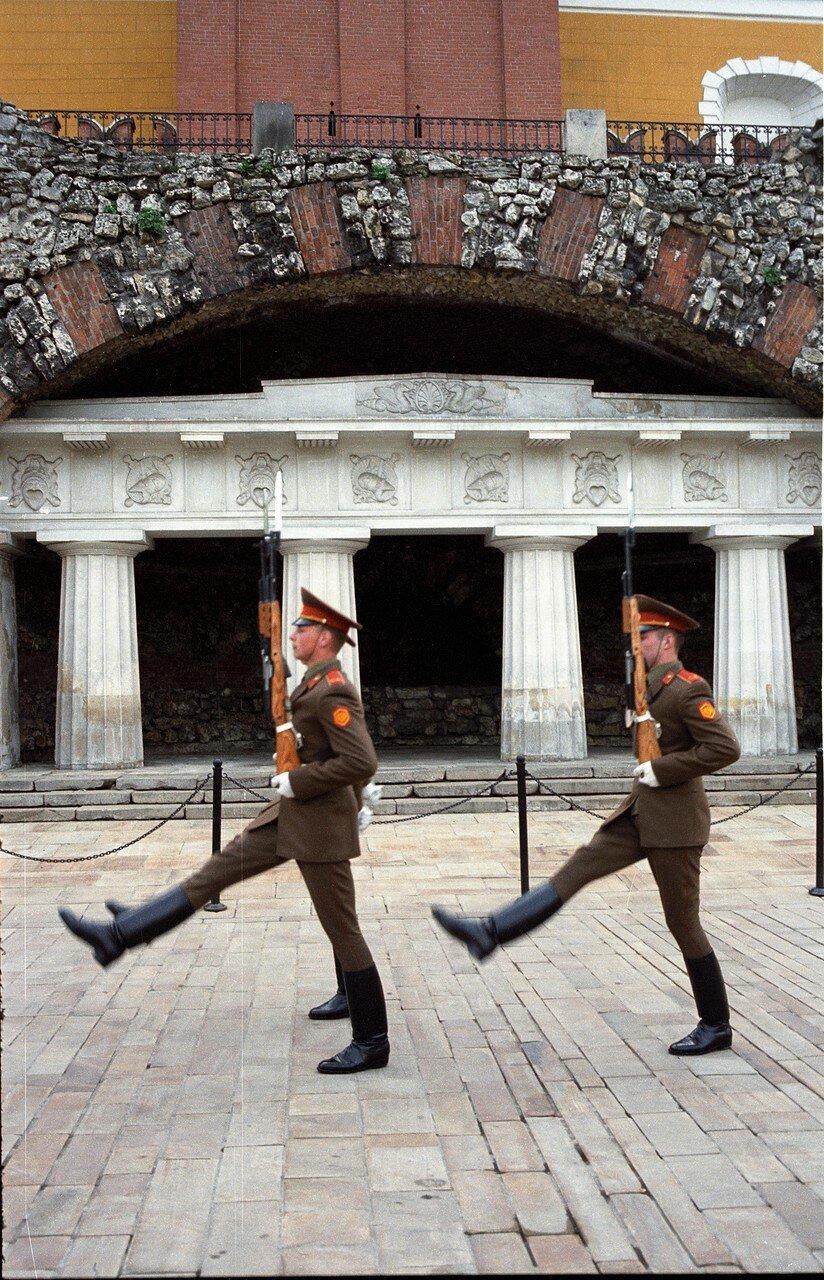 Смена караула у могилы Неизвестного солдата