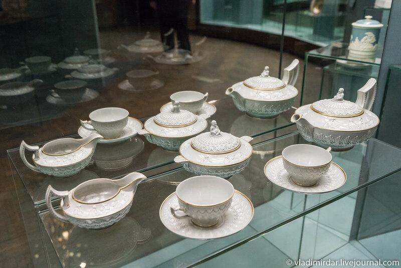 Сервиз чайный с рельефом в стиле шинуазри