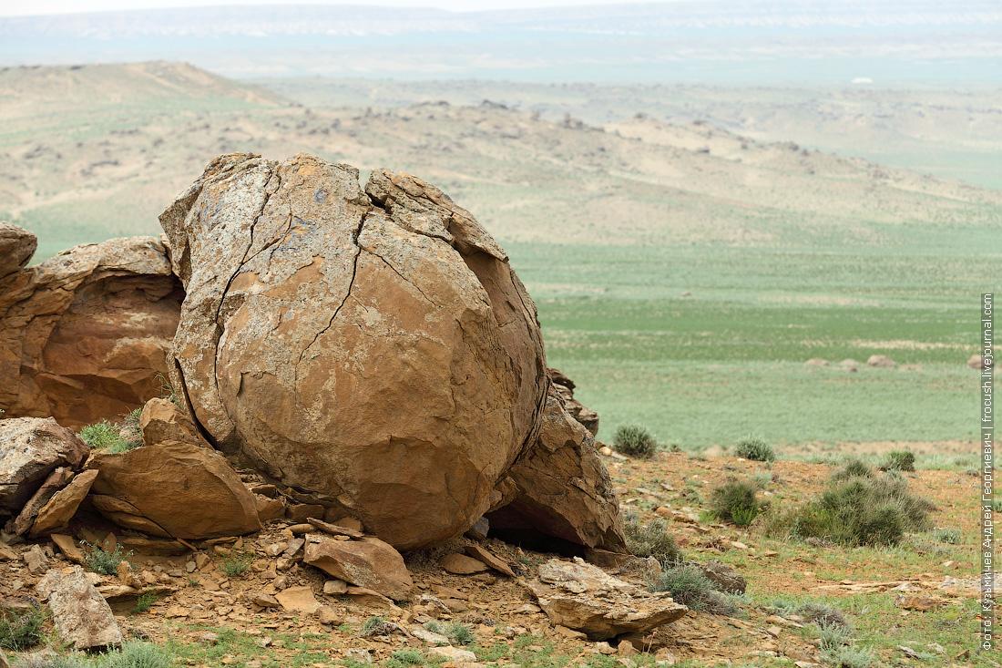 фото каменные конкреции в долине Торыш Казахстан
