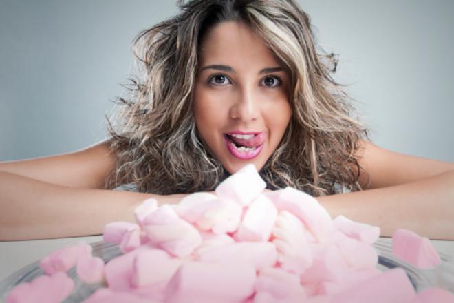 Ученые: сахар в похудении не мешает