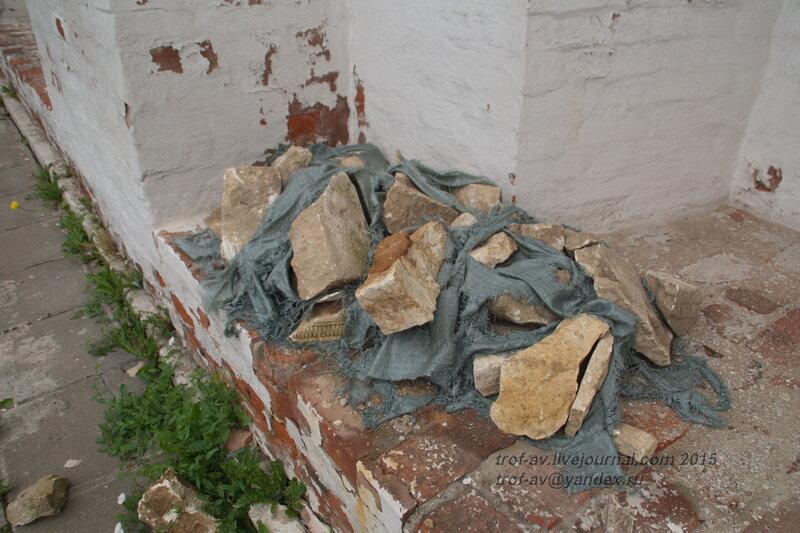 Обломки древних надгробий Новодевичьего монастыря, Москва