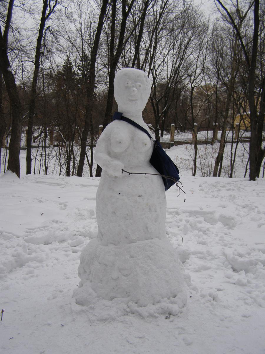 Снеговичка-почтальонша.