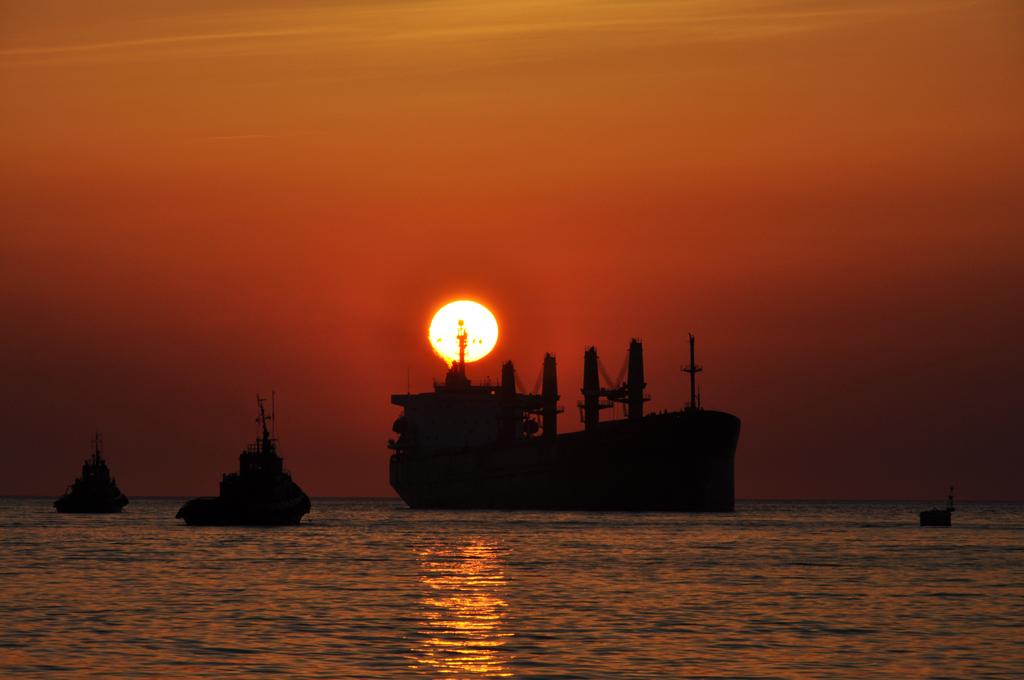 Закат в Севастопольской бухте.