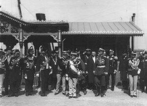 Встреча итальянского короля Виктора Эммануила III (в центре) на пристани на Английской набережной.