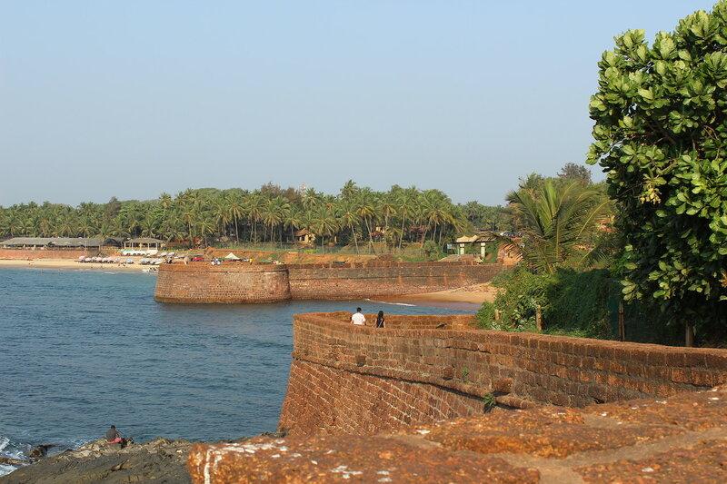 Португальский форт  Агуада возле пляжа Кандолим