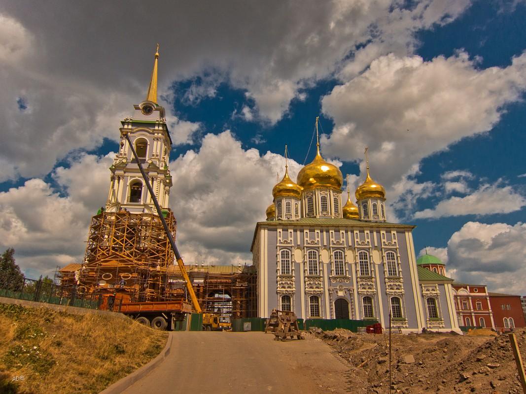 Колокольня и Успенский собор Тульского кремля