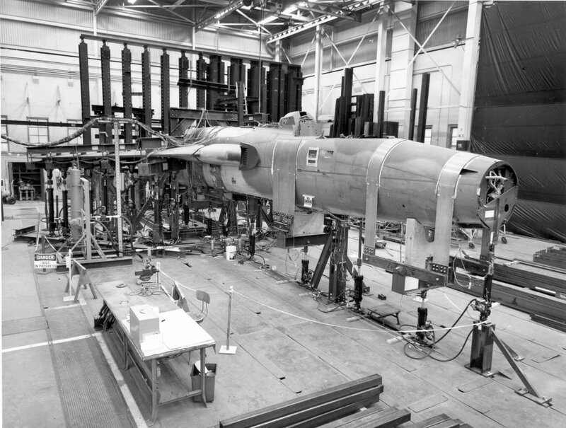 republic338F-105Dtestingwings.jpg