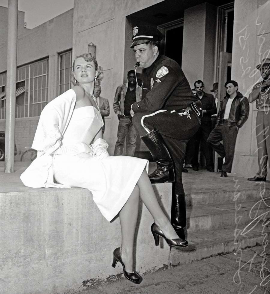 Фотомодель и полицейский: выяснение отношений (1951 год)