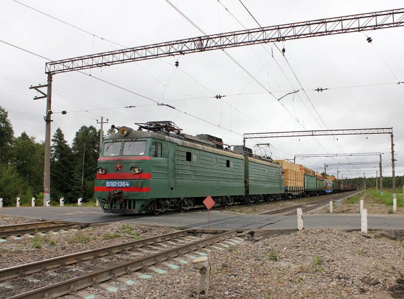ВЛ10-1364 на переезде в Лопатино едет на Воскресенск