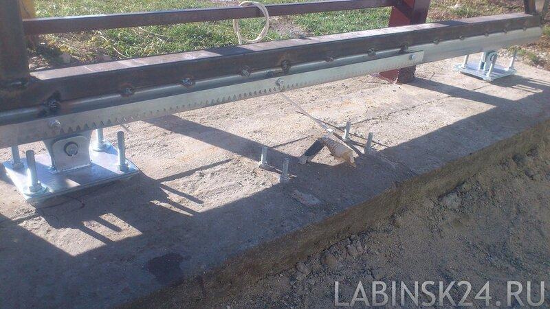 Подготовка места для подключения привода откатных ворот