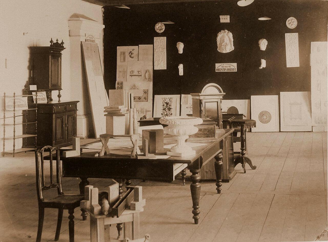 87. Вид части зала с экспонатами Читинского ремесленного училища императора Николая II