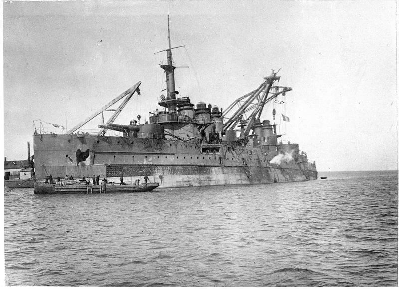 1919. Снятие с мели линкора Мирабо на северном берегу Севастопольской бухте