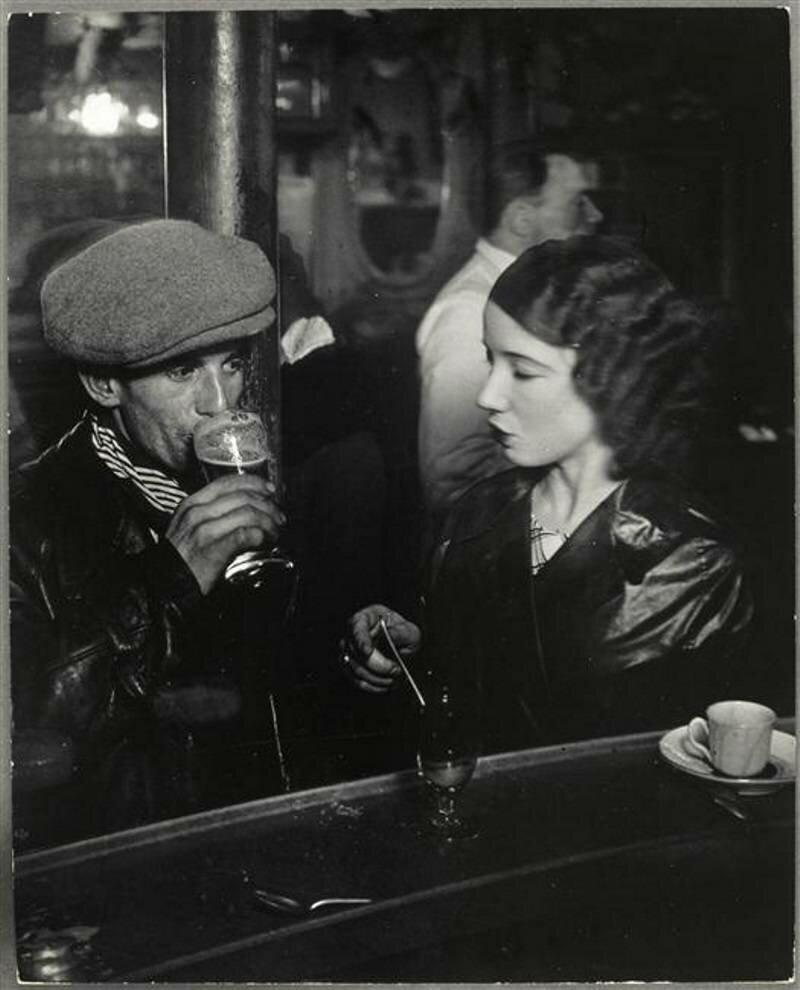 1933. Пара в бистро на рю де Лаппе