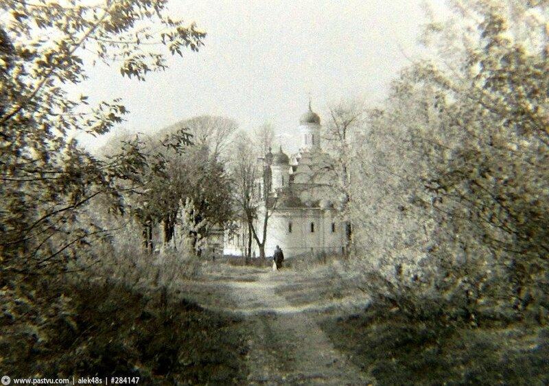 Церковь Троицы Живоначальной в Хорошёве 1993 год.jpg