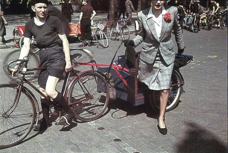 1942 Велотакси в Париже.jpg