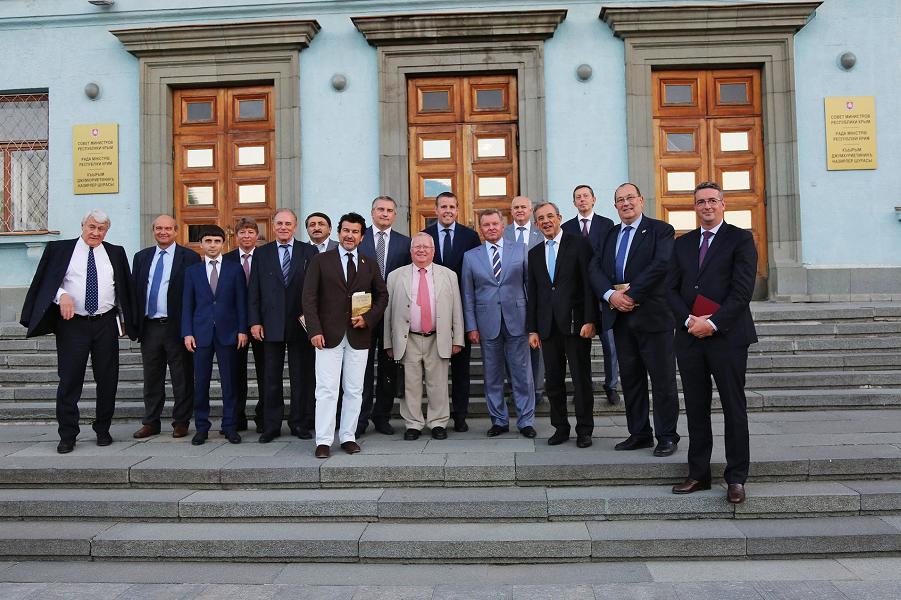 Французские депутаты в Крыму.png