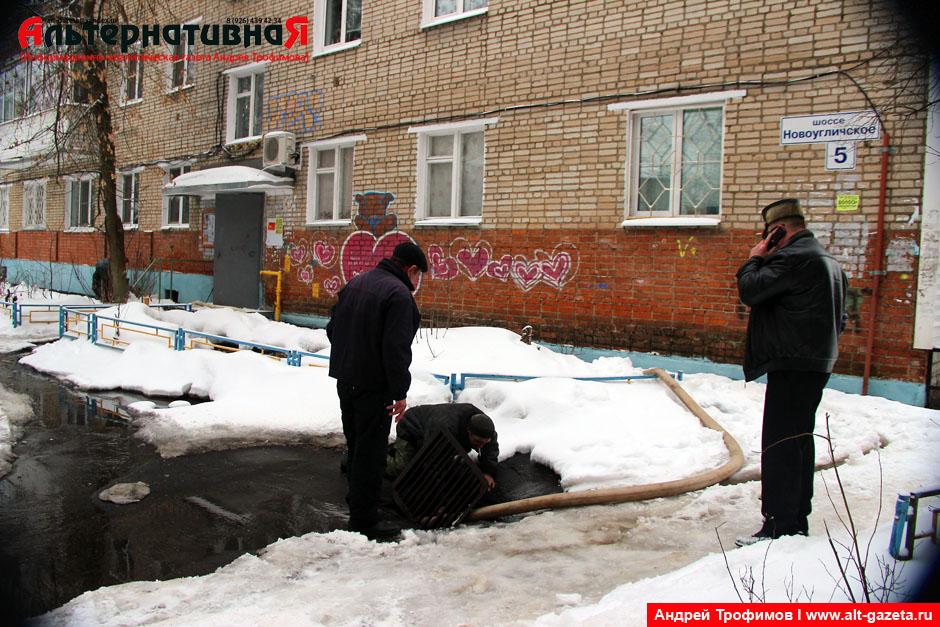 Серьезная авария на водопроводе в доме 5 по НУШ