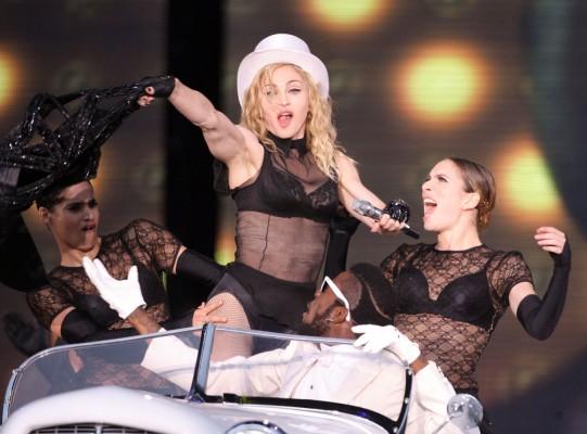 Фотографии Мадонны без ретуши вызвали скандал в Интернете