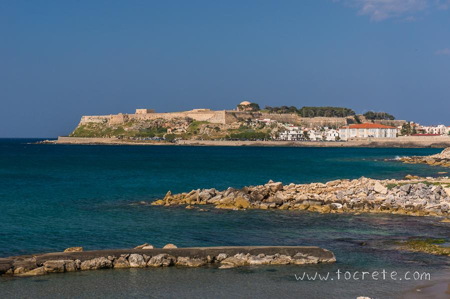 вид на крепость Фортецца, Ретимно. view to the Fortezza fortress, Rethimno