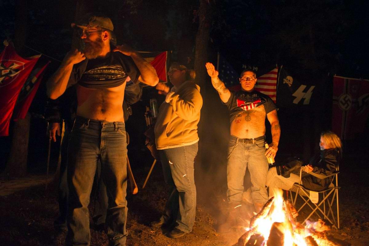 Торжество толерантности: Американский Ку-Клукс-Клан в новой подборке снимков фотографа Johnny Milano (1)