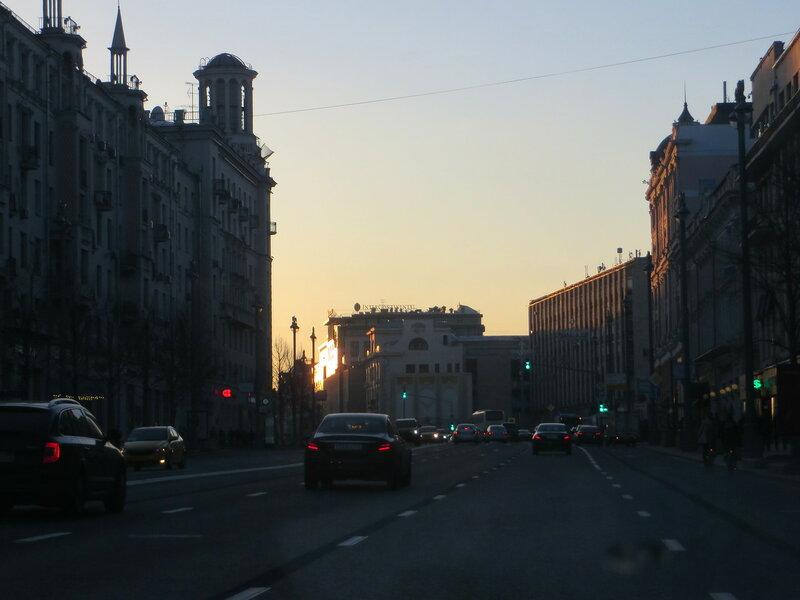 Вечерняя Москва из окна моего персонального автомобиля)