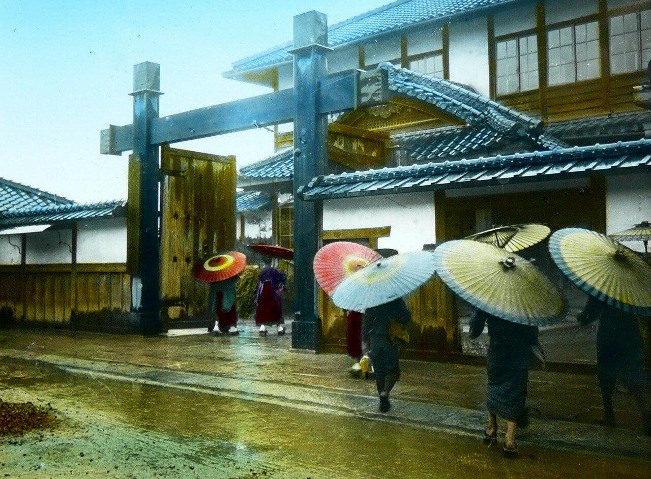 В школу под дождем