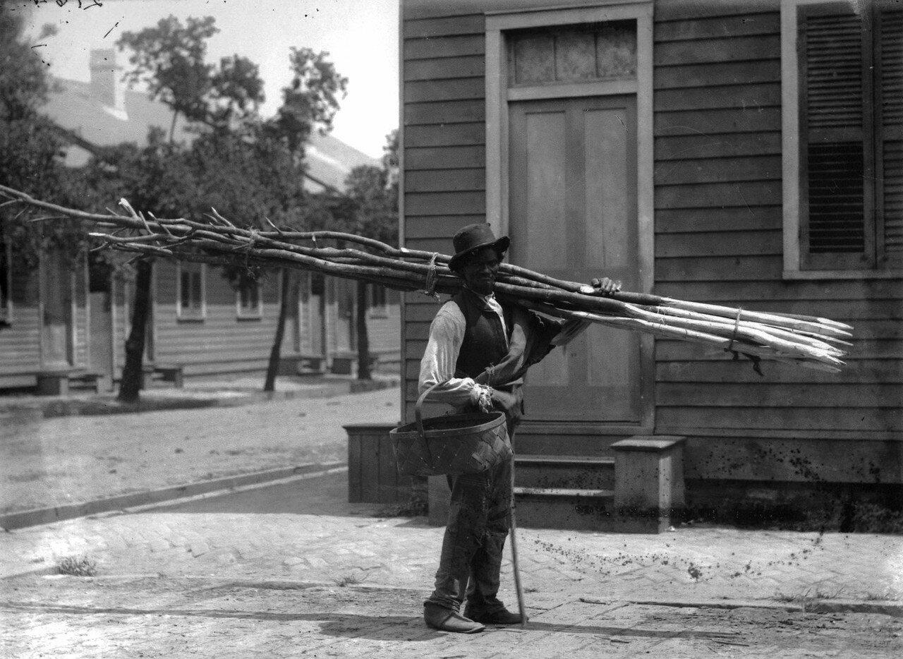 1884. Уличный торговец в Новом Орлеане