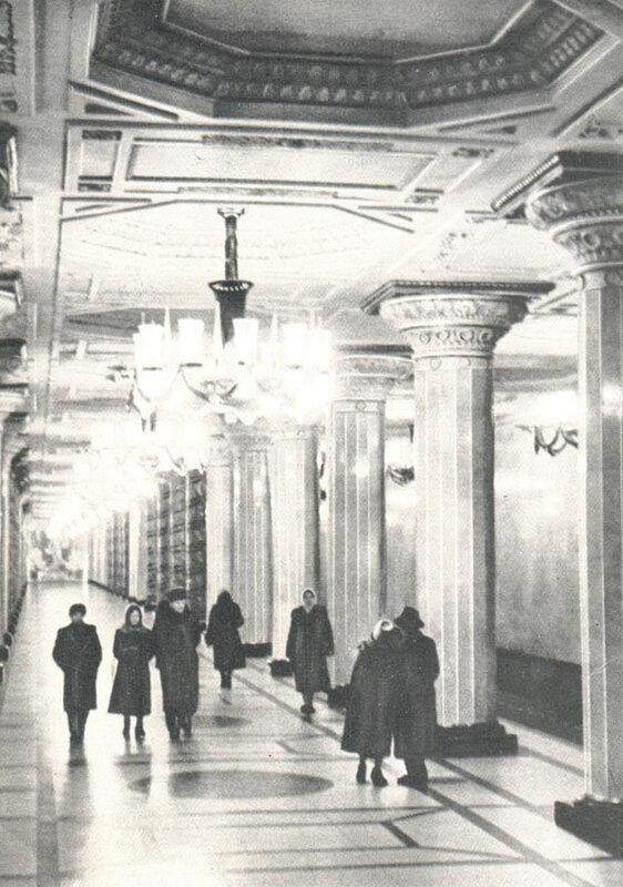 067 Станция метро Автово. Перроный зал.jpg