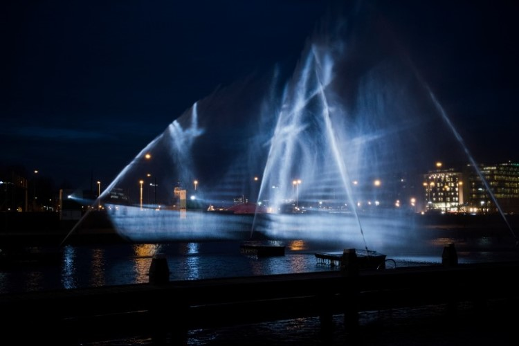 Световая инсталляция корабля призрака