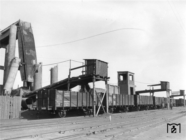 Погрузка руды в Кривом Роге, 1943 г..jpg