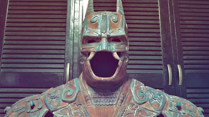 Скульптура Бэтмена древних индейцев майя (бог летучая мышь)