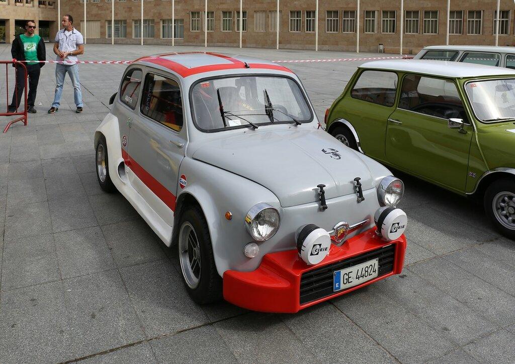 Парад ретроавтомобилей в Логроньо. Fiat 600 Abarth
