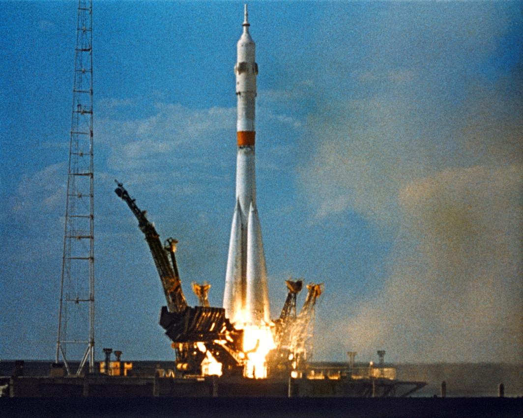 1975 год стал своебразным пиком в развитии советской гражданской авиации — после многолетных и
