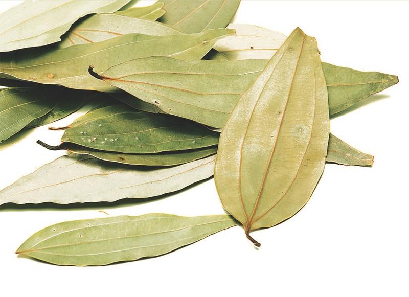 6. Устраните насекомых Лавровый лист, положенный в контейнер с мукой, макаронами или рисом, — гарант
